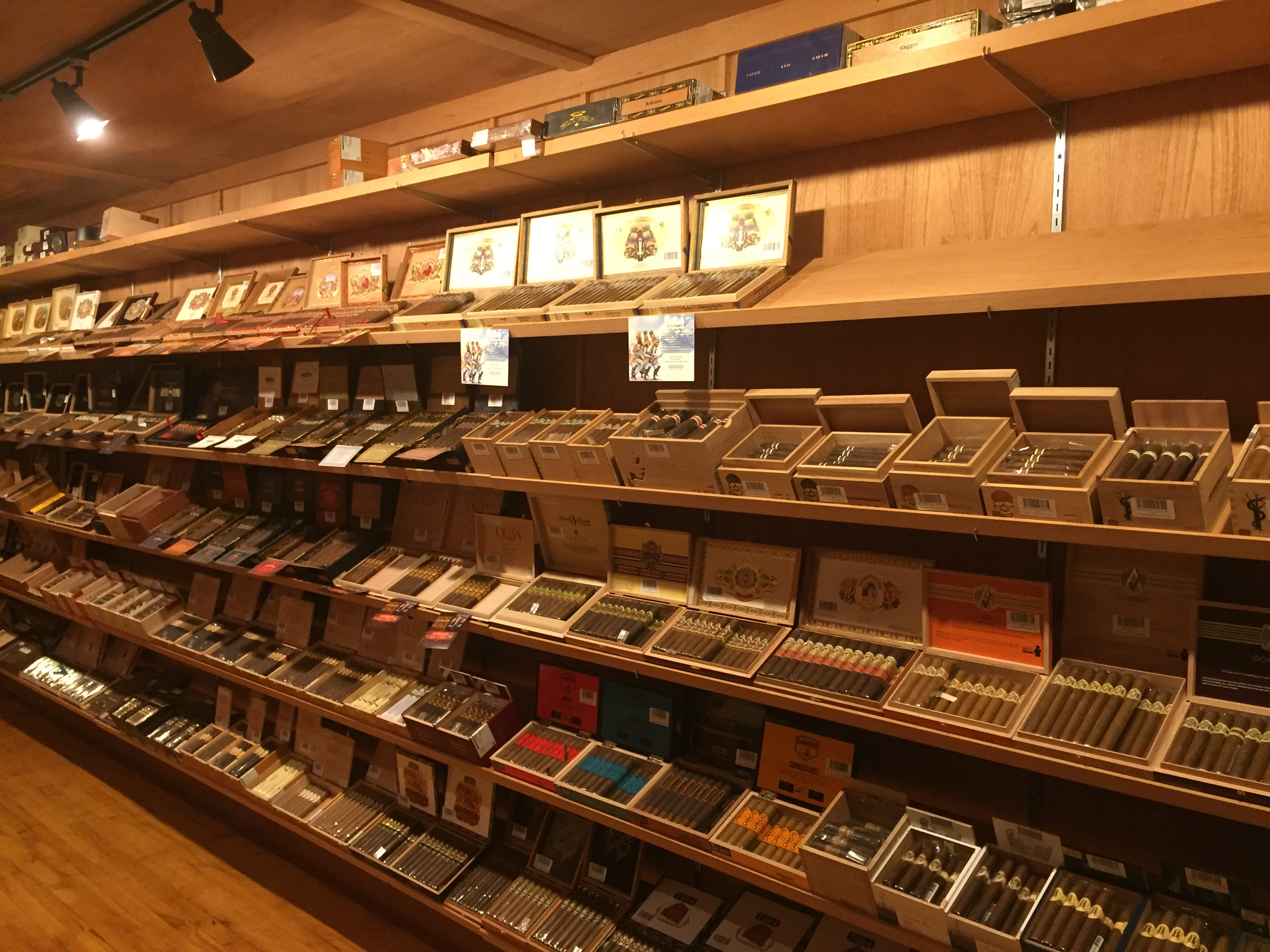 Vintage Cigar Lounge and Clube over 375 Cigars